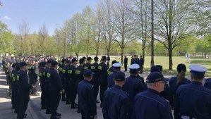 komendant i słuchacze ośrodka szkolenia policji