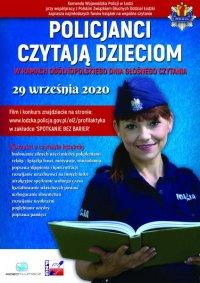 Na plakacie po prawej stronie znajduje się policjantka w granatowym mundurze. Ukazana jest do połowy, a jej postać zajmuje większą część plakatu. Kobieta ma koszulkę polo z krótkim rękawem a w ręku trzyma otwartą książkę. Zwrócona jest przodem. Na głowie ma policyjną furażerkę z orłem, ciemne związane włosy. Jest uśmiechnięta.Tło plakatu jest koloru niebieskiego. W prawym górnym rogu znajduje się policyjna gwiazda KWP w Łodzi, zaś na dole strony z lewej strony widnieją logotypy Polskiego Związku Głuchych oraz Wideotłumacza. Lewa strona plakatu zawiera informacje dotyczące całego przedsięwzięcia: Komenda Wojewódzka Policji w Łodzi wraz z Polskim Związkiem Głuchych Oddział Łódzki zaprasza najmłodszych fanów książek na wspólne czytanie. /tytuł/ SPOTKANIE BEZ BARIER – POLICJANCI CZYTAJĄ DZIECIOM w ramach Ogólnopolskiego Dnia Głośnego Czytania. 29 września 2020 Filmy i regulamin konkursu znajdziecie na stronie - www.lodzka.policja.gov.pl/el2/profilaktyka w zakładce SPOTKANIE BEZ BARIER Korzyści z czytania książek: •budowanie silnych więzi miedzy pokoleniami •relaks - książka bawi, motywuje, uświadamia •poprawa skupienia i koncentracji •rozwijanie wrażliwości na innych ludzi •atrakcyjne spędzanie wolnego czasu •kształtowanie właściwych postaw •wzbogacanie słownictwa •rozwijanie wyobraźni •pogłębianie wiedzy •poprawa pamięci