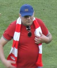 Poszukiwany sprawca wtargnięcia na murawę stadionu.