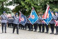 Komendant Wojewódzki Policji w Łodzi wraz z innymi policjantami